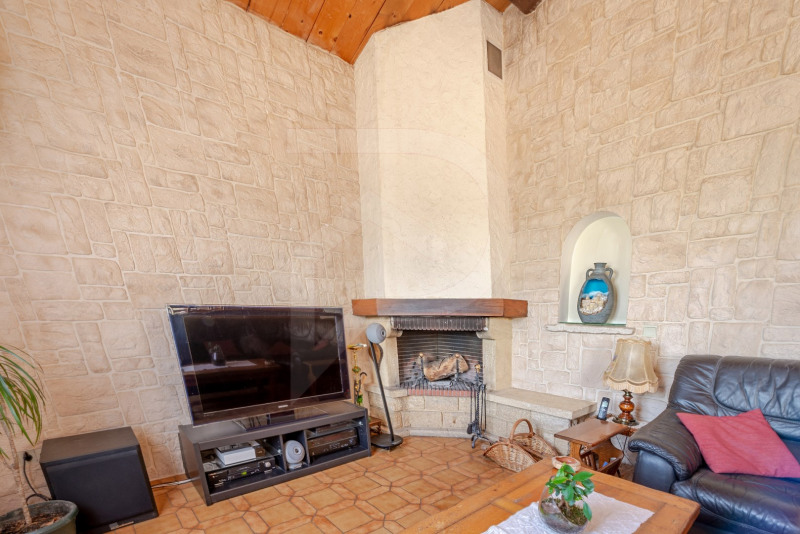 Sale house / villa Althen-des-paluds 377000€ - Picture 7