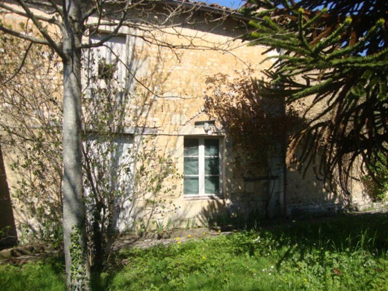 Sale house / villa Saint-jean-d'angély 106500€ - Picture 8