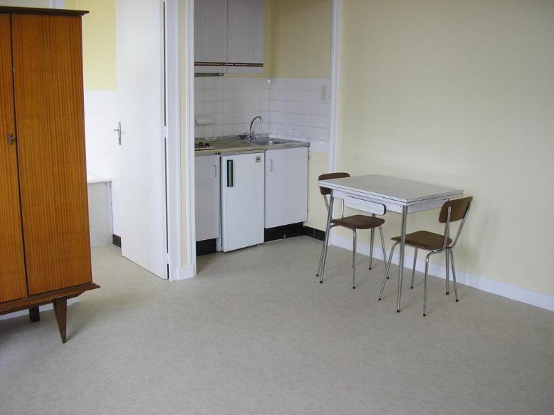 Location appartement Montreal la cluse 306€ CC - Photo 1