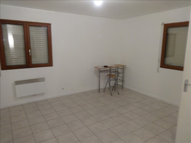 Rental apartment Vernon 428€ CC - Picture 1