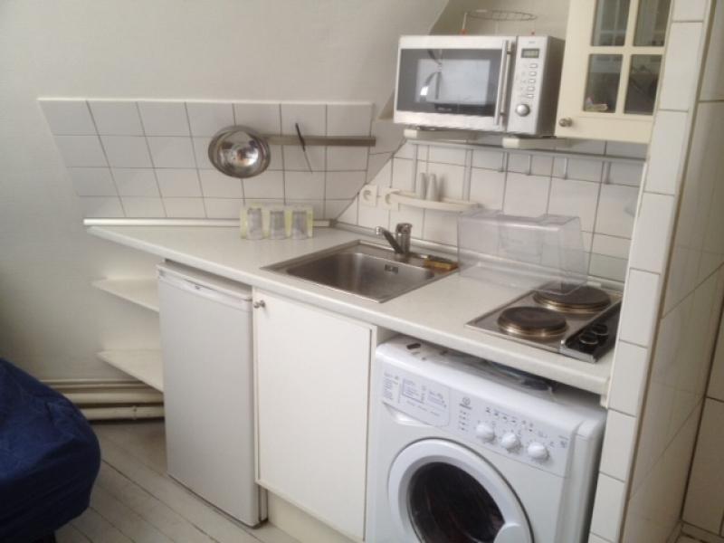 Sale apartment Paris 18ème 76000€ - Picture 1
