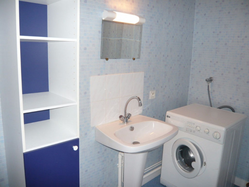 Rental apartment Laval 310€ CC - Picture 3