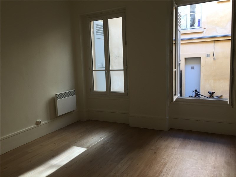 Location appartement Versailles 966€ CC - Photo 2