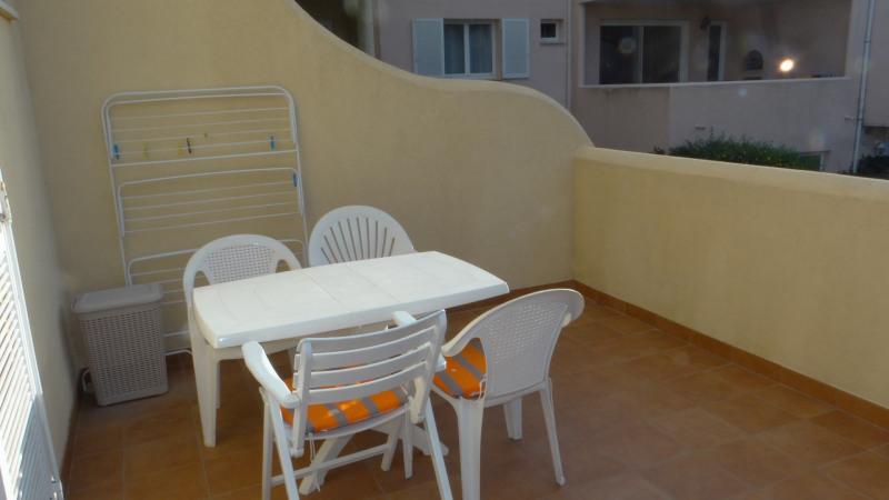 Location vacances appartement Cavalaire 420€ - Photo 9