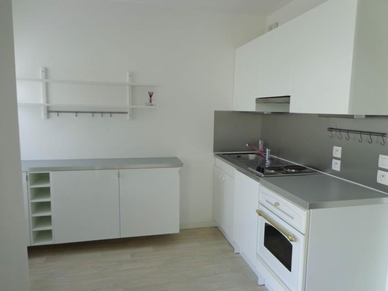 Location appartement Montigny le bretonneux 741€ CC - Photo 2