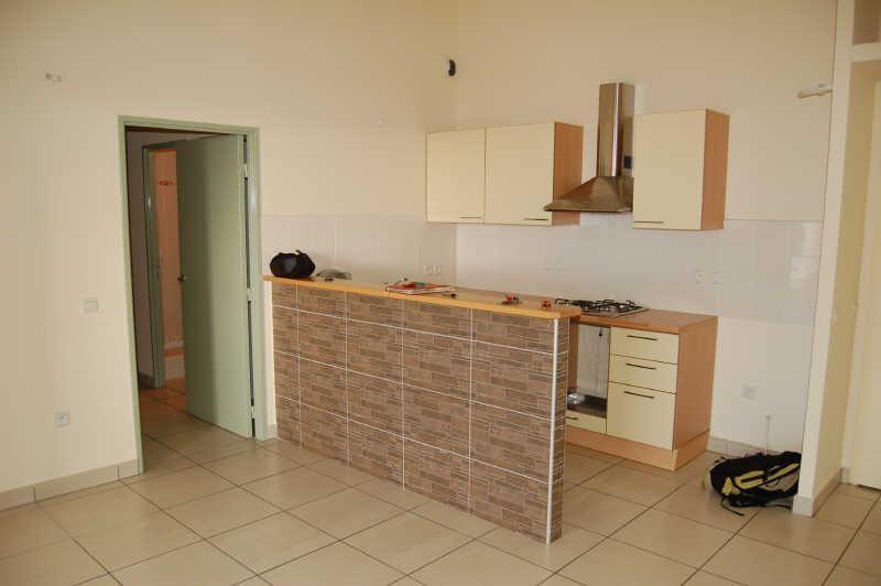 Rental apartment La possession 650€ CC - Picture 1
