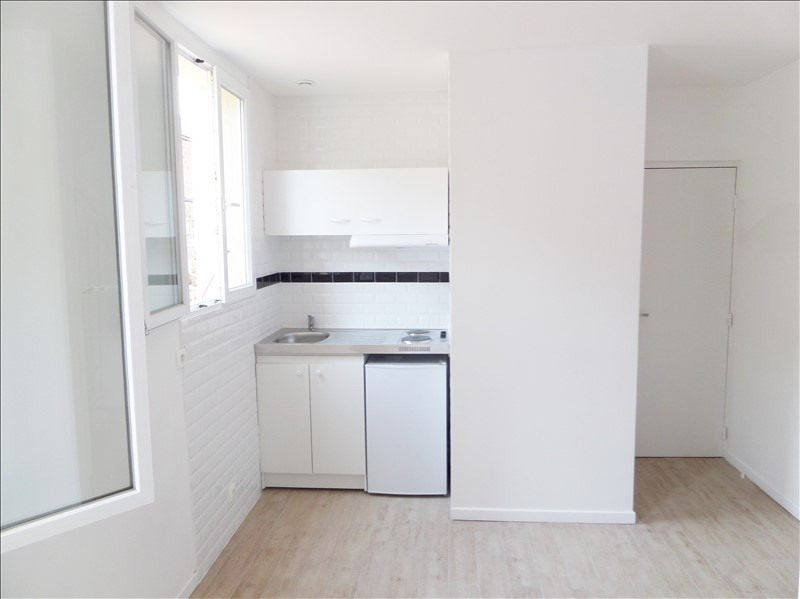Rental apartment La plaine saint-denis 695€ CC - Picture 2