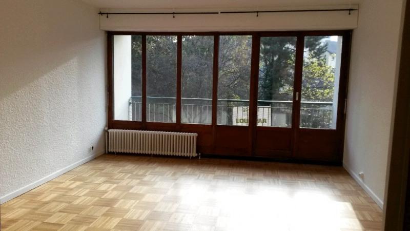 Rental apartment Cran gevrier 953€ CC - Picture 1