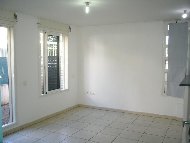 Location appartement St denis 721€ CC - Photo 2