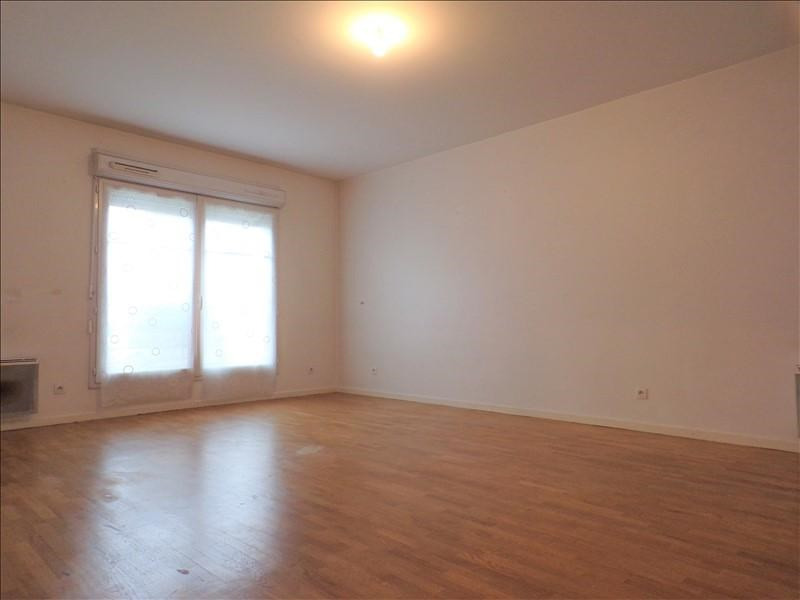 Rental apartment Guyancourt 801€ CC - Picture 2