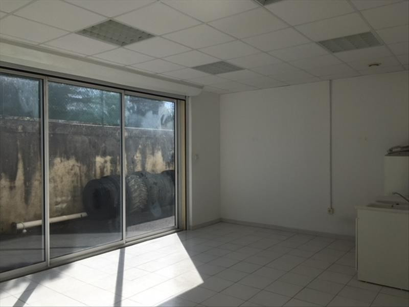 Location local commercial Chateaubernard 700€ HT/HC - Photo 2