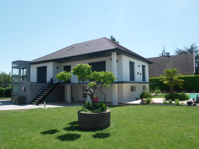 Deluxe sale house / villa Chavanoz 470000€ - Picture 1