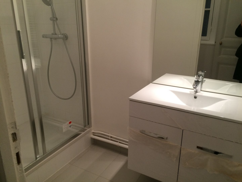 Location appartement Paris 16ème 1 375€ CC - Photo 3