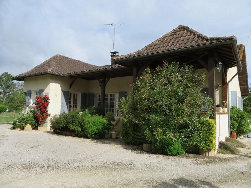 Vente maison / villa Menesplet 180000€ - Photo 1
