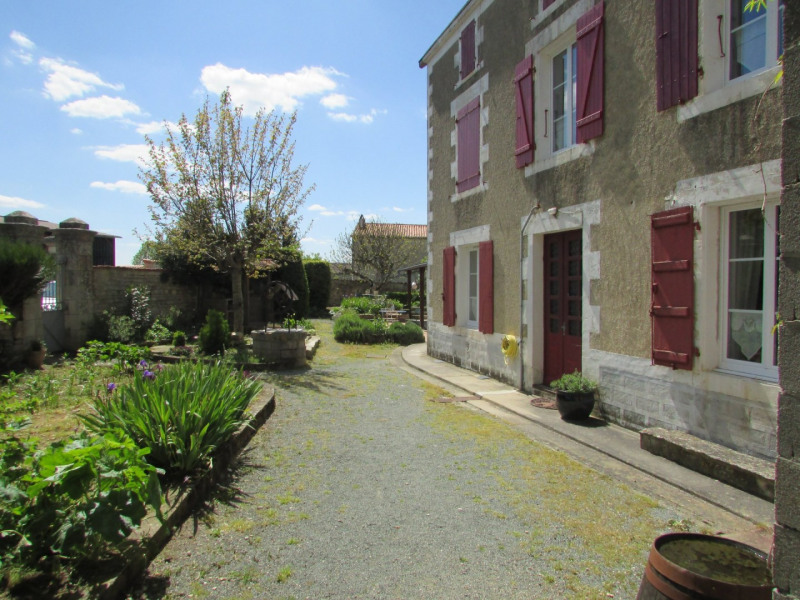 Vente maison / villa Aigre 142 000€ - Photo 1