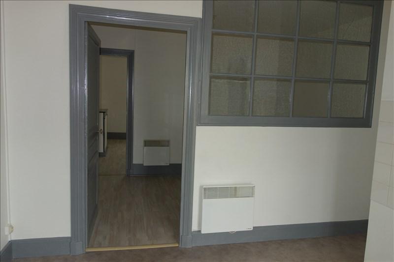 Location appartement Le coteau 348€ CC - Photo 1
