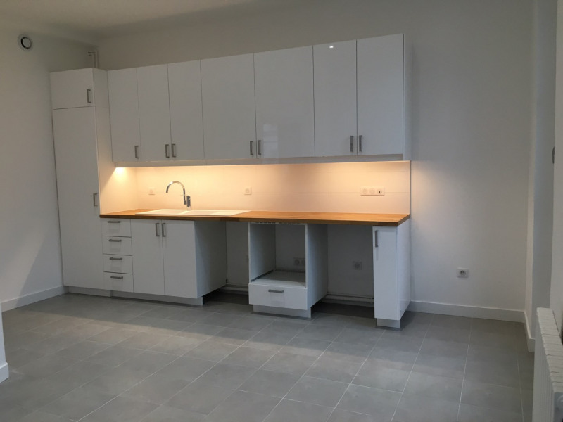 Location appartement Paris 11ème 2 627€ CC - Photo 3