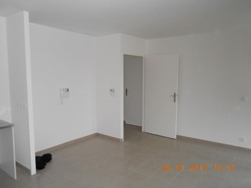 Rental apartment Lognes 800€ CC - Picture 2