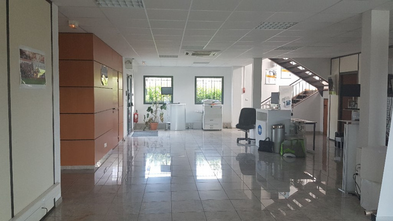 Vente local commercial Cuers 1 699 000€ - Photo 3