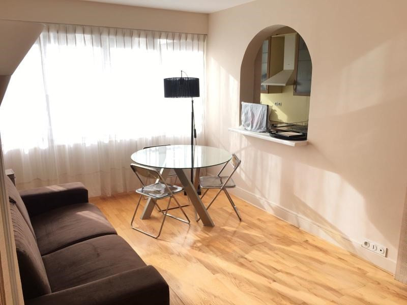 Location appartement Paris 16ème 1 590€ CC - Photo 1