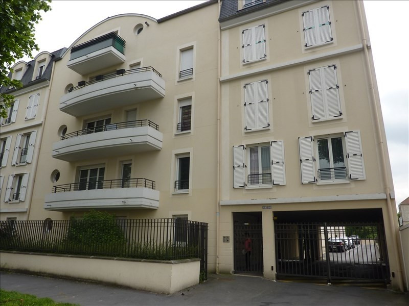 Location appartement Vaujours 825€ CC - Photo 1