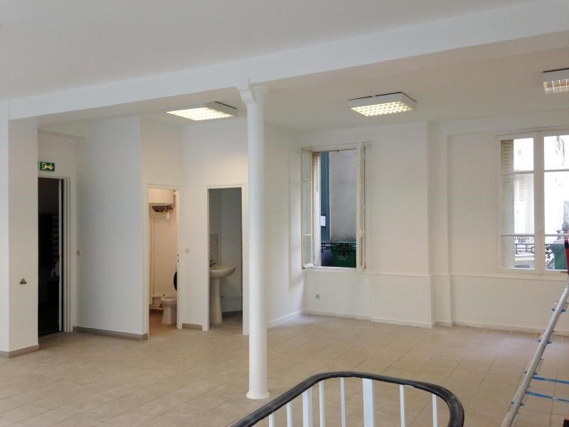Location bureau Paris 20ème 1 410€ CC - Photo 2