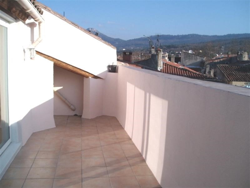 Location appartement Trets 601€ CC - Photo 2