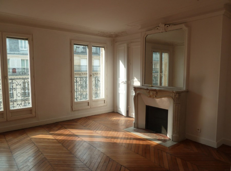 Location appartement Paris 10ème 2 100€ CC - Photo 1