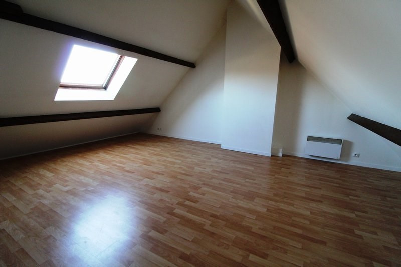 Rental apartment Le tremblay sur mauldre 615€ CC - Picture 1