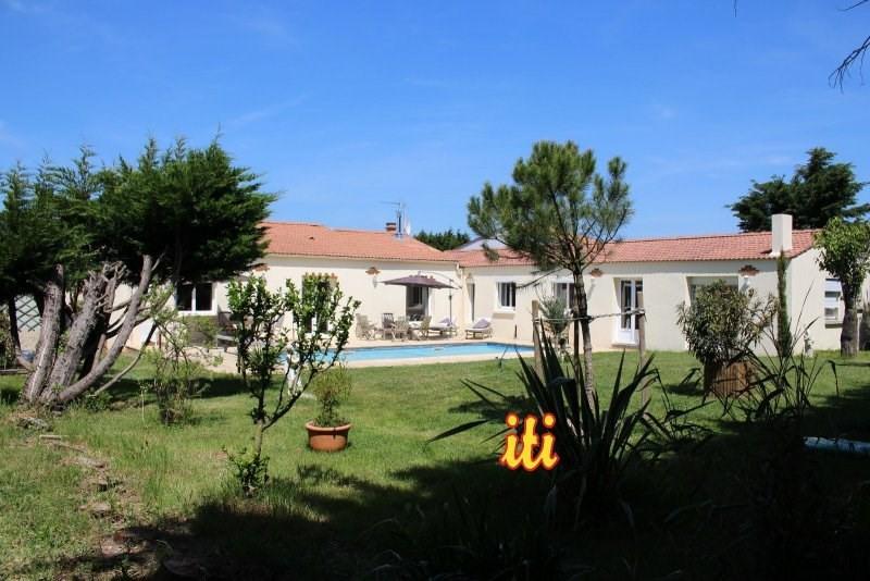 Deluxe sale house / villa Chateau d olonne 556500€ - Picture 1