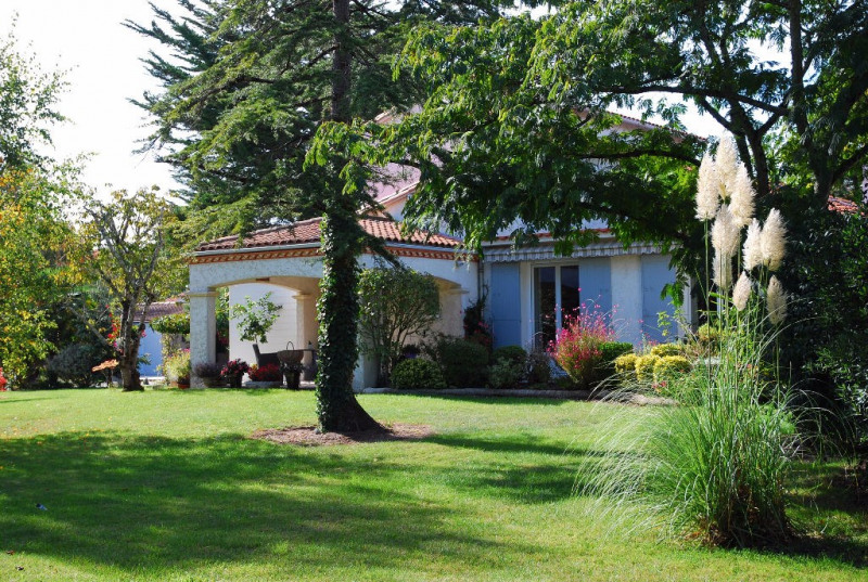 Deluxe sale house / villa Saujon 635 000€ - Picture 1