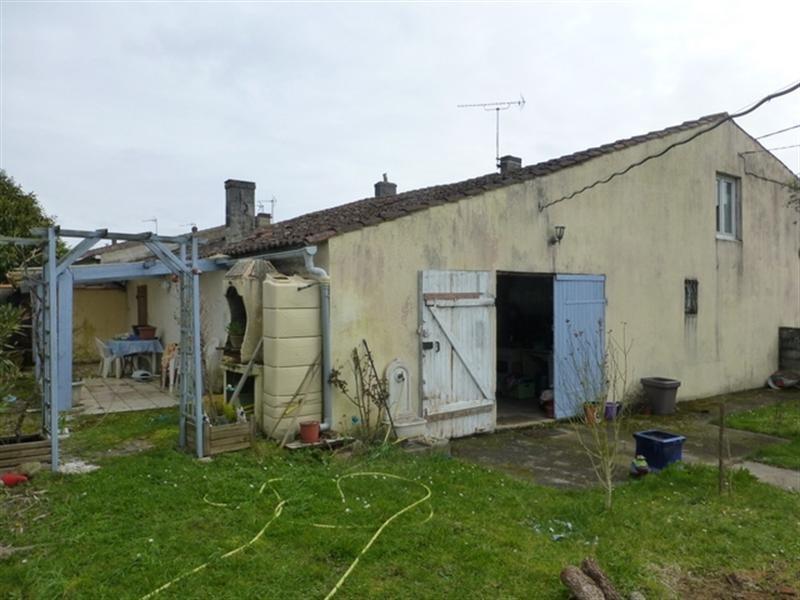 Sale house / villa Saint-jean-d'angély 139000€ - Picture 5