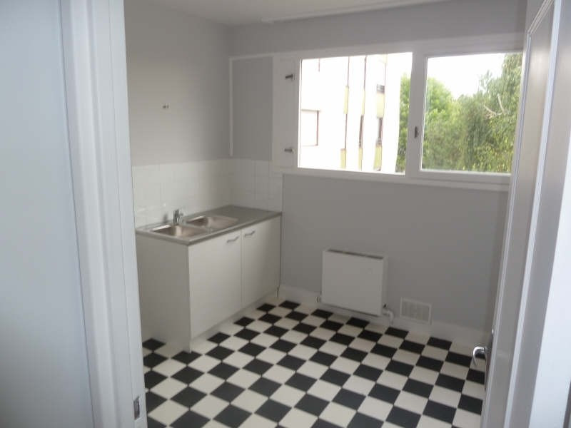 Rental apartment Conflans ste honorine 875€ CC - Picture 2