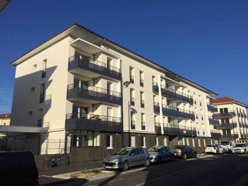 Rental apartment Meyzieu 741€ CC - Picture 1