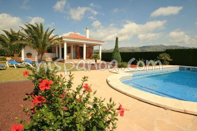 Location de cette villa de vacances avec un beau jardin | victor