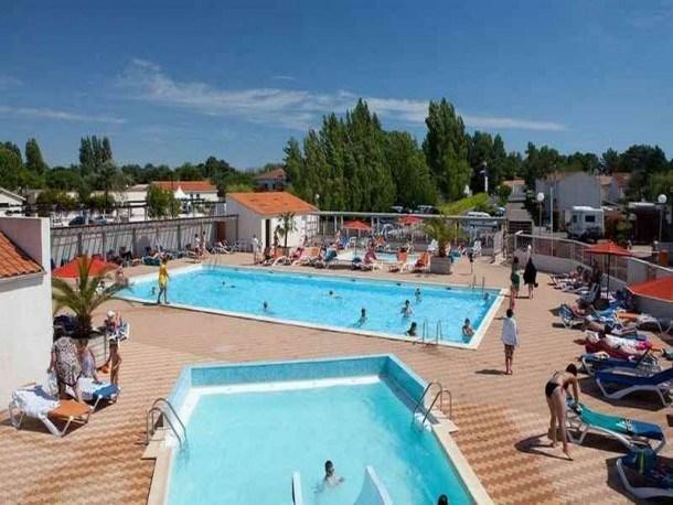 Location vacances La Tranche-sur-Mer -  Maison - 6 personnes - Salon de jardin - Photo N° 1