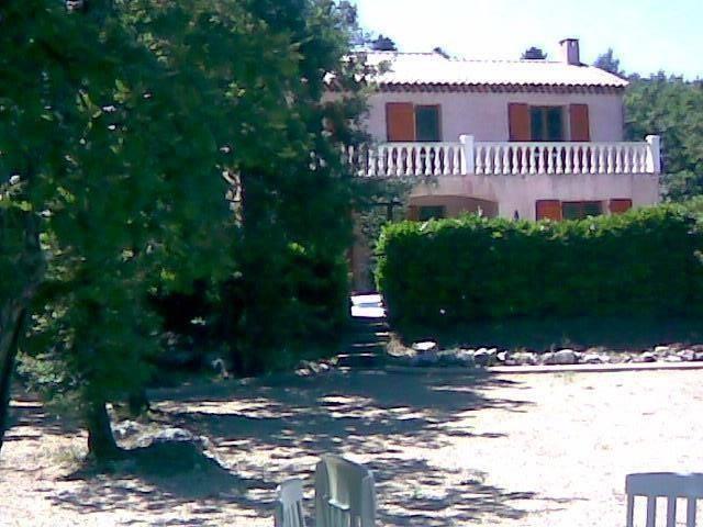 Villa proche de Callian dans la commune de Mons