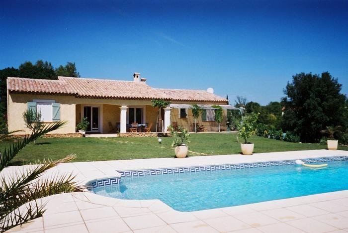 Villa  pour 9 pers avec piscine chauffée et sauna au coeur du Var
