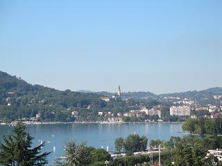 Appartement 1er etage dans villa avec vue panoramique sur le lac et la ville, quartier residentie...