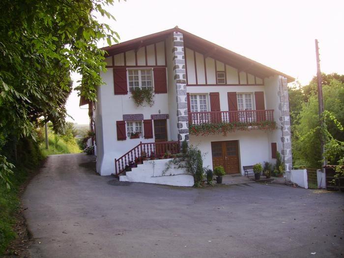 Location vacances Saint-Esteben -  Appartement - 6 personnes - Barbecue - Photo N° 1