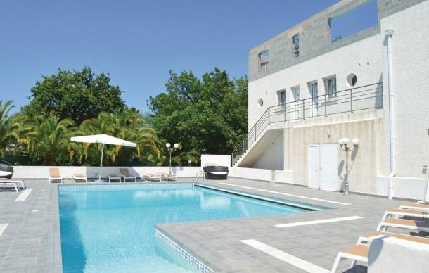 Location vacances Santa-Lucia-di-Moriani -  Appartement - 3 personnes - Télévision - Photo N° 1