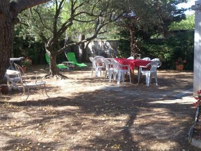 15 min d'Avignon, villa 7 pers. avec jardin et parking, calme