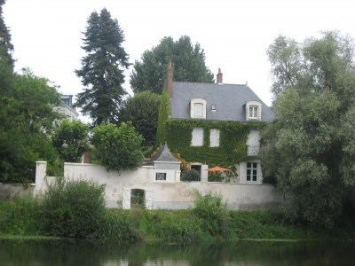 Vis-a-vis with the castle of St Aignan, house of M - Noyers sur Cher