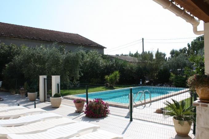 Il s'agit d'une coquette maison de vacances avec une piscine privée (8x4m - profondeur : 1.60m) et un petit jardin, s...