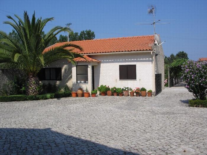 Holiday rentals Marinha Grande - House - 5 persons - BBQ - Photo N° 1
