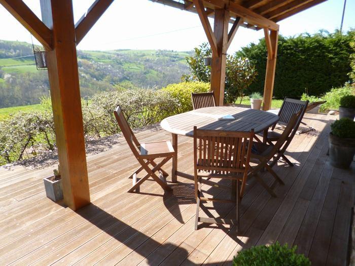 Terrasse avec vue sur la vallée