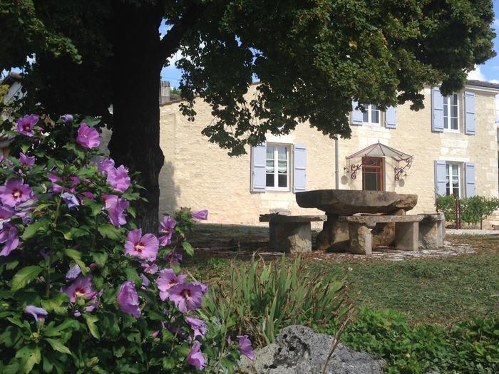 Location vacances Saint-Bris-des-Bois -  Maison - 12 personnes - Barbecue - Photo N° 1