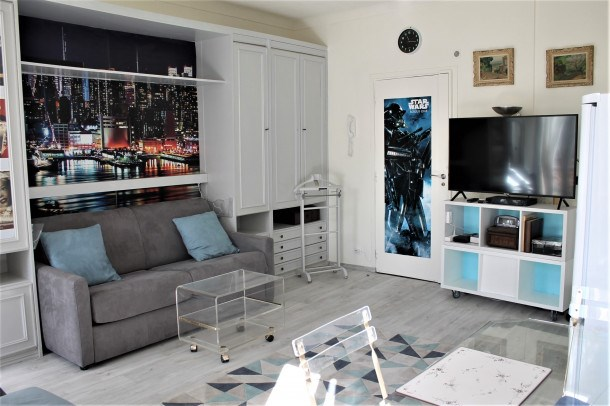 Lovely and Bright Studio just off Croisette