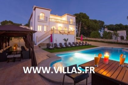 Villa AB Thed - Magnifique villa profitant d'une superbe zone extérieure avec piscine privée et un grand terrain.