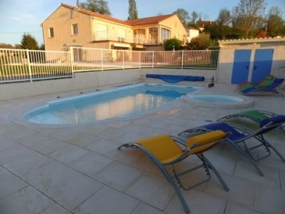 Lodging with swimming pool and spa - Saint-Martin-de-Ribérac